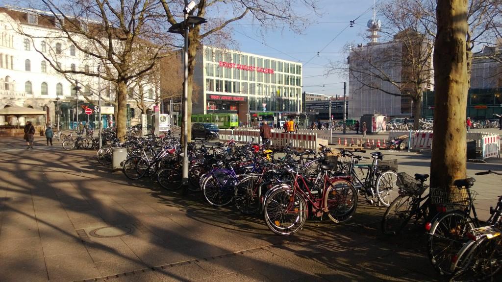 Велосипедная парковка в центре Ганновера